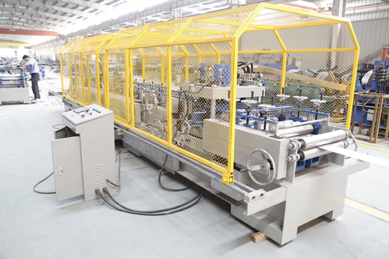 Porcellana Brand New Automatic-Changing Hydraulic C80-300 Purlin Machine with pre-punching &cutting system fornitore